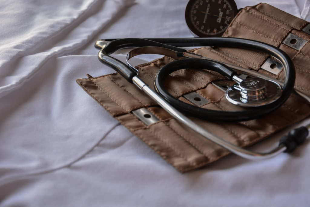 Derecho al disfrute del más alto nivel de salud física y mental ICEERS fonendo fonendoscopio
